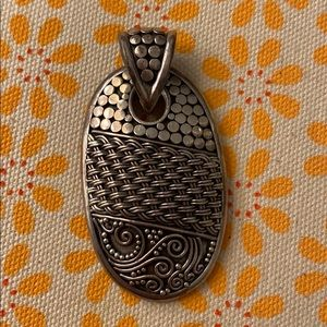 Jewelry - Vintage silver necklace pendant